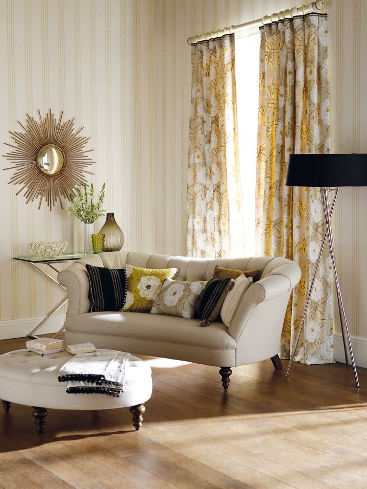 Luxury Off White Wooden Curtain Pole With Gilt Highlights That Can Be Dressed Up