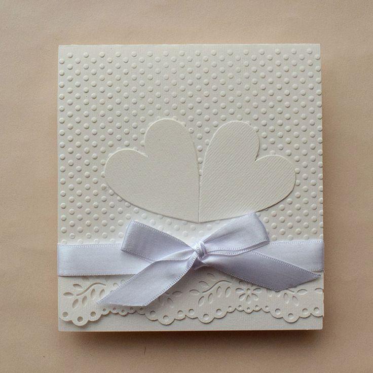 Más romántica? Invitación de boda sencilla y elegante, los corazones pueden llevar los nombres de los novios, se aceptan pedidos pequeños, nuestra tienda de invitaciones se encuentra en la CDMX #boda #invitaciones #invitacionesdeboda #OndineCollection #tiendasconencanto