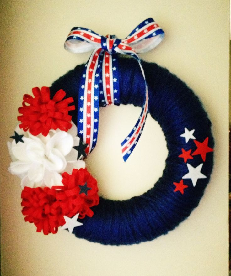 Patriotic Yarn Wreath  #diy #crafts #yarn #wreath I could change this to be Aussie for Australia day :)