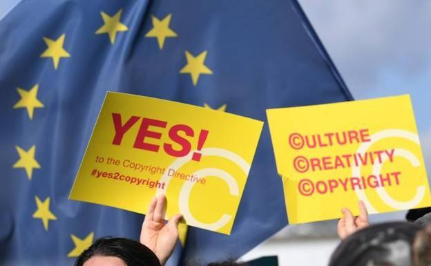 La Eurocamara Da Luz Verde A La Directiva Del Copyright Creative Company Logo Country Flags