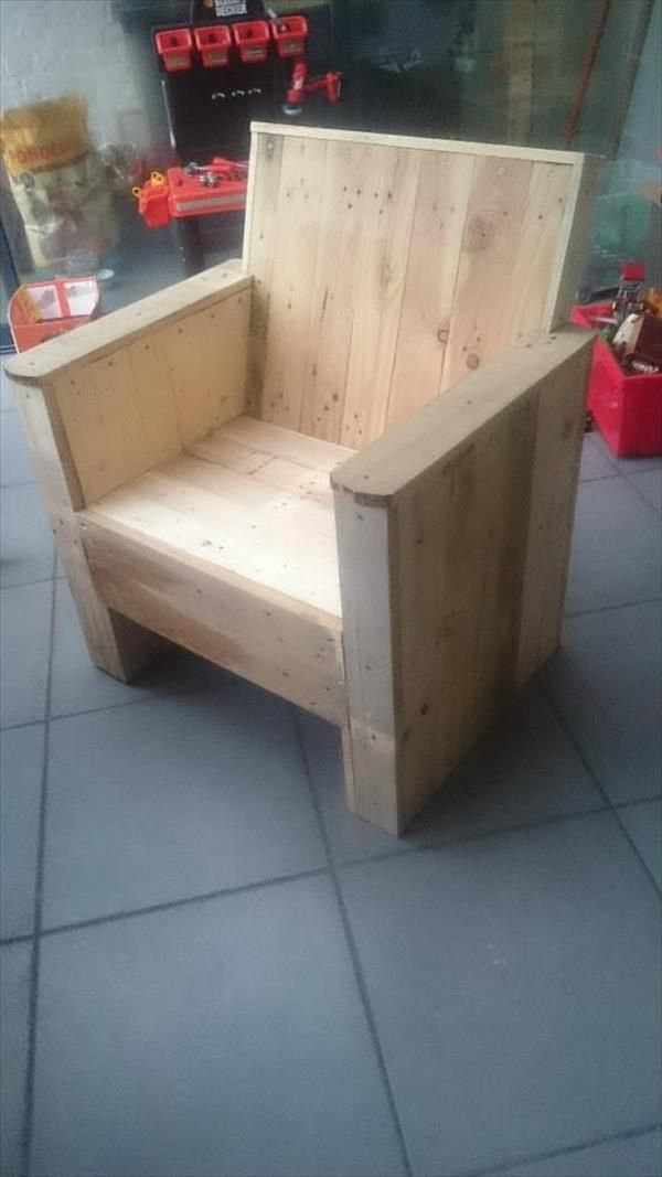 DIY Pallet Projects --- Built to Inspire!! | 99 Pallets Beefy Pallet #Chair