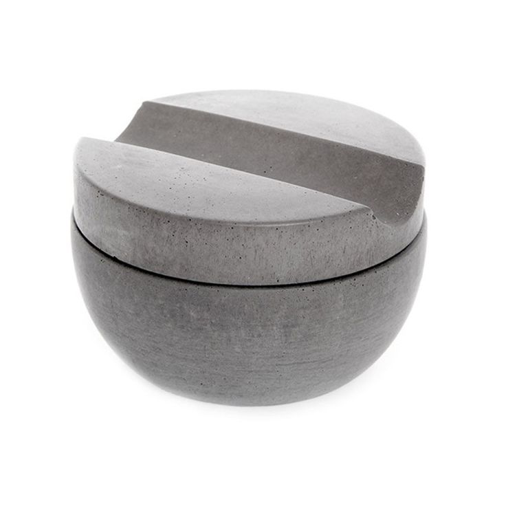 Complete this charming shaving cup with matching brush in Soft Concrete