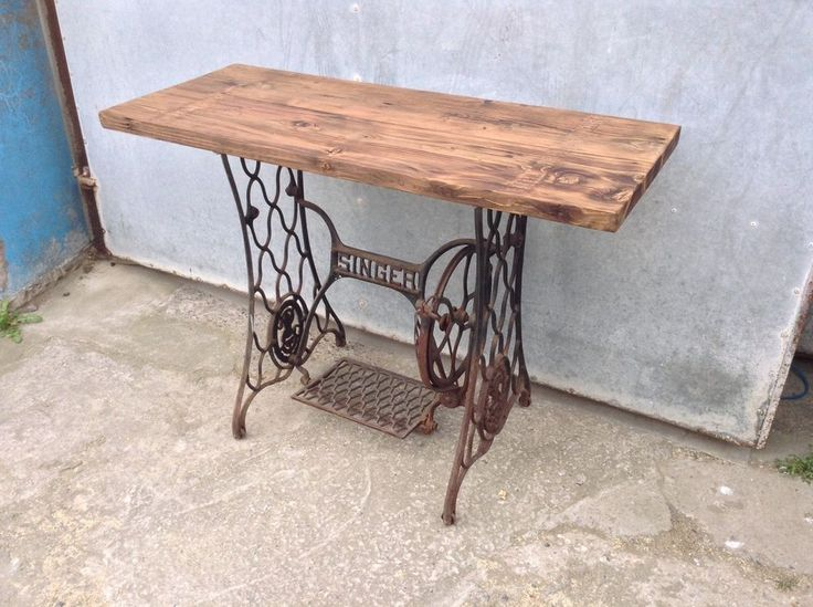 Vintage Singer Sewing Machine Table...