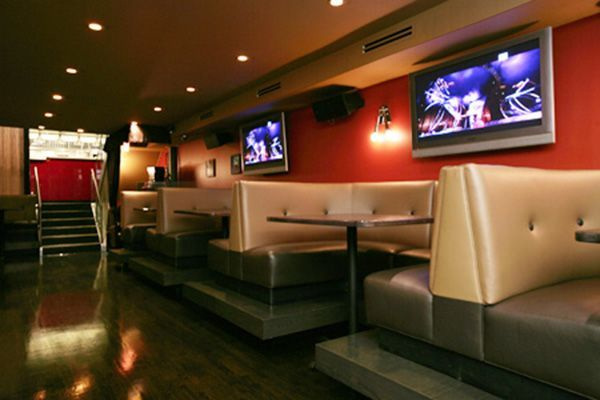 Chicago's 9 Best Sports Bars  #refinery29  http://www.refinery29.com/chicago-bars#slide-2  The Fifty/50  This sleek Wicker Park bar sports 19 flat-screens across three levels and plenty of boisterous fans — but if you're not stuffing something into your face in between cheers, you are majorly missing out. Owners Greg Mohr and Scott Weiner met while working at Joe's Stone Crab and have carried their love of quality cuisine to this menu. That doesn't mean fancy — a signature item is the…