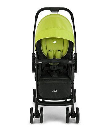 The lightweight Joie Mirus Scenic stroller features a reversible handle, allowing you to change the direction your little one is facing while they travel in an instant.