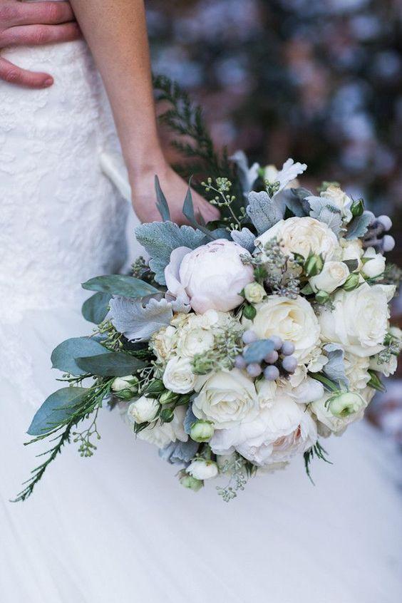 Blue wedding bouquet - winter wedding-bridalmusing.com