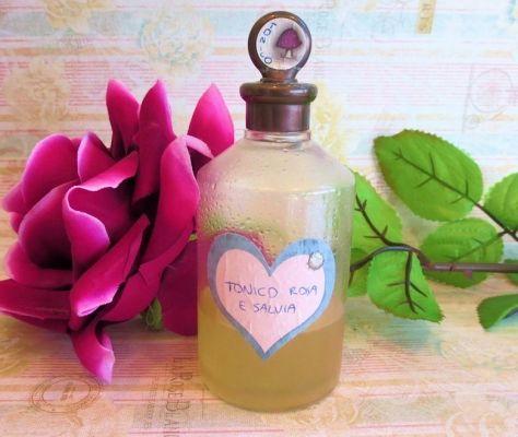 DIY - Tonico fai da te all'acqua di rose e salvia.