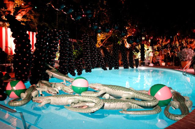 Birthday pool party ideas for adults kids pools for Party entertainment ideas adults