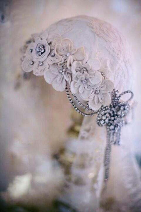 Antico copricapo da sposa