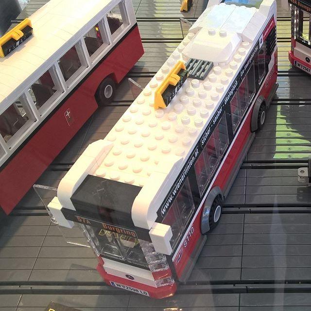 Mit Legosteinen gebaute Busse der Wiener Linien im Wiener Straßenbahnmuseum    #bus #omnibus #autobus #evobus #mercedes #mercedesbenz #wienerlinien #strassenbahnmuseum #museum #remise #erdberg #wien #vienna #austria #legomodell #modellauto #modellbus #modelcar #scalemodel #brickmodel #legomodel #legobus #legobricks #legomodell #legocar #legobus    #wienstagram #igersvienna #igerswien #igersaustria #visitvienna #visitaustria