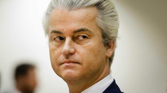 Der niederländische Rechtspopulist Geert Wilders kann es kaum erwarten. Quelle: dpa  http://www.handelsblatt.com/politik/international/schicksalswahl-niederlande-fuerchten-wilders-triumph/19250182.html