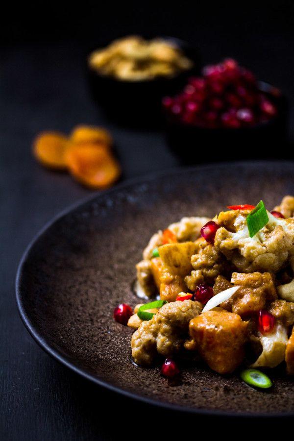Ich habe heute ein leckeresSüßkartoffel-Blumenkohl-Curry für dich, dem nur schwer zu widerstehen ist. Und super