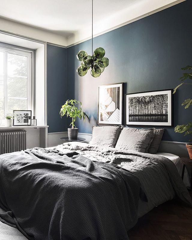 Grönt, grått och blått ✨. Se hela hemmet i @rumhemma nr 9! #rumhemma #tidningenrumhemma