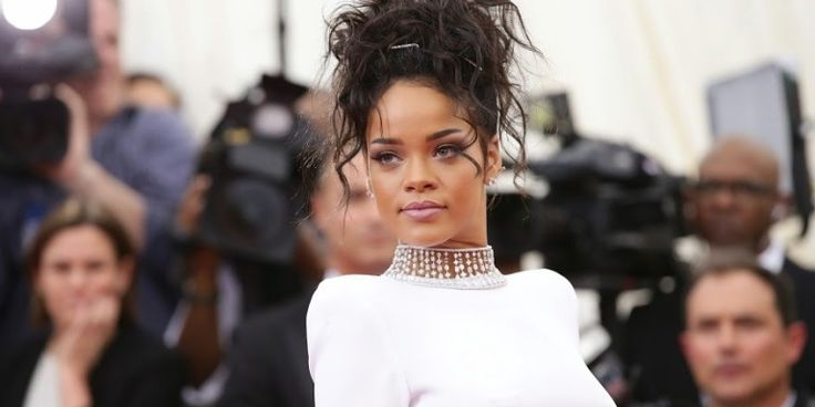 Rihanna Tweets #FreePalestine, Deletes It Amost Immediately -Cosmopolitan.com