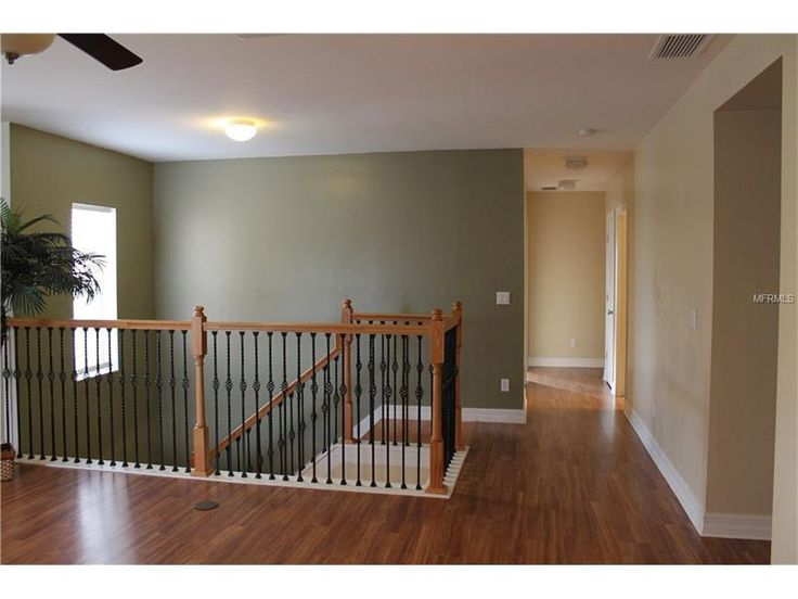 Gorgeous staircase - upstairs landing