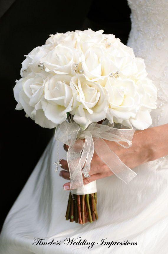 Ramo de novia rosas blancas verdadera del tacto por TimelessWedding, $150.00