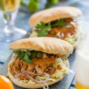 Ett förenklat recept på den klassiska rätten pulled pork. Resultatet blir en härligt mör fläskkarré. Servera med coleslaw, guacamole eller creme fraiche.