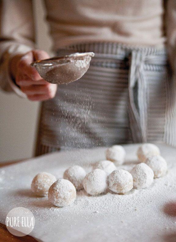 ... amaretto snowballs (gluten-free vegan no-bake) ...