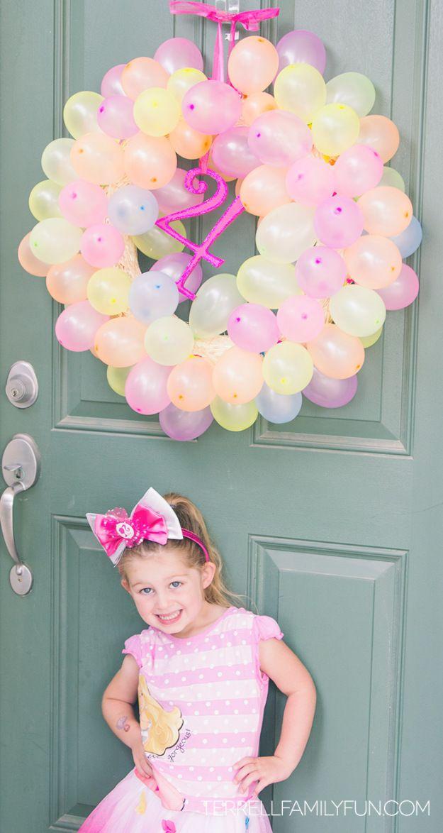 finished-birthday-balloon-wreath
