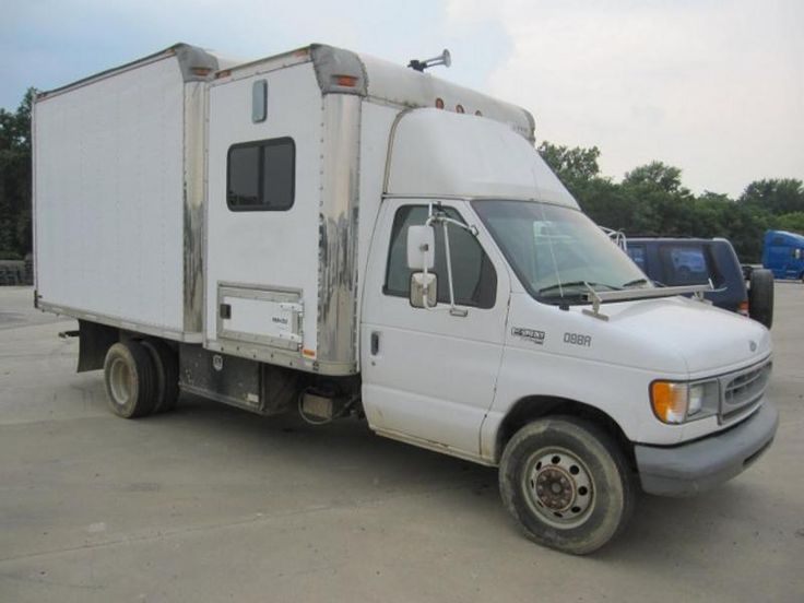 1998 FORD BOX TRUCK WITH SLEEPER FOR SALE