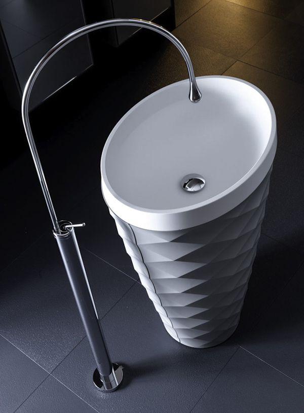 Interessante proposta di #design per arredare in modo diverso il tuo #bagno #sink #lavandino #karol #designideas
