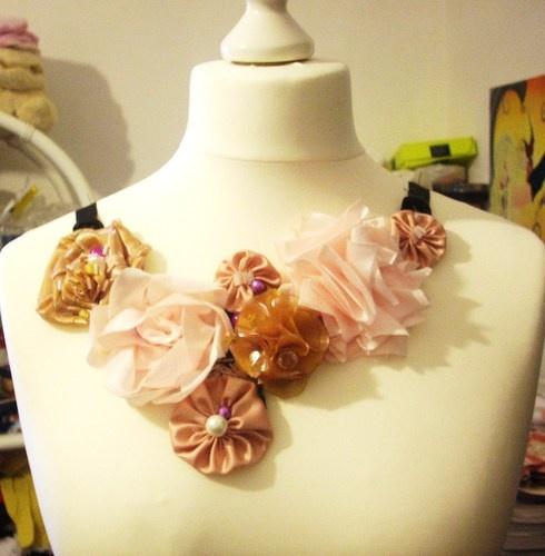 """Collana """"home made"""" fiori misti in organza, raso perlato, perle bianche e pietre miste tono su tono/Necklace- fairies flowers, pearl and bead."""