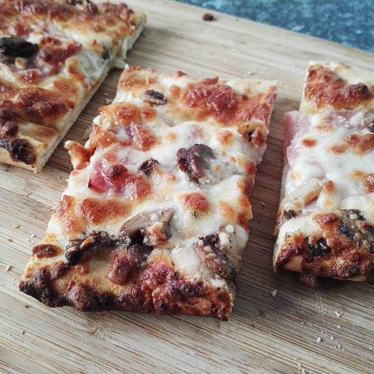 Tomato-free Pizza time thank you Iceland!  #pizza #freezermeal #fridaynight #fridaynighttreat #treatingmyself #yummy #hamandmushroom #lbloggers #fdbloggers #whatastudenteats