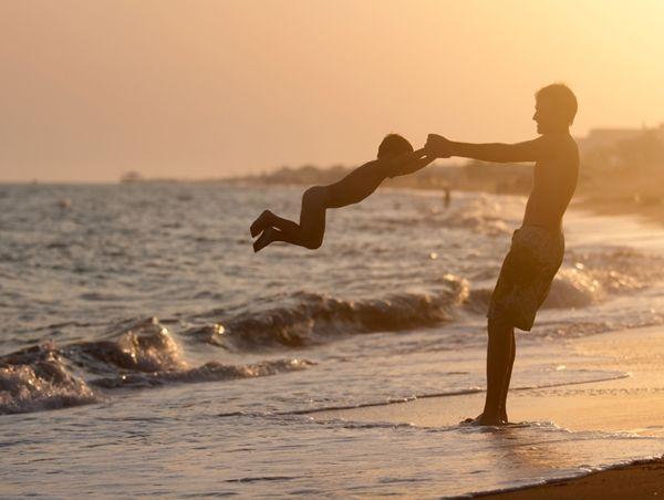 Batu Karas tempatnya ombak keren, pemandangan keren dan juga.. ehem.. surfer keren!