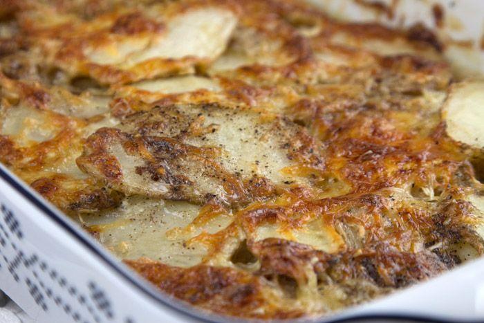 Κλασική Γαλλική συνταγή για πατάτες φούρνου με κρέμα γάλακτος, ευκολη κι' απλή σε μια ώρα