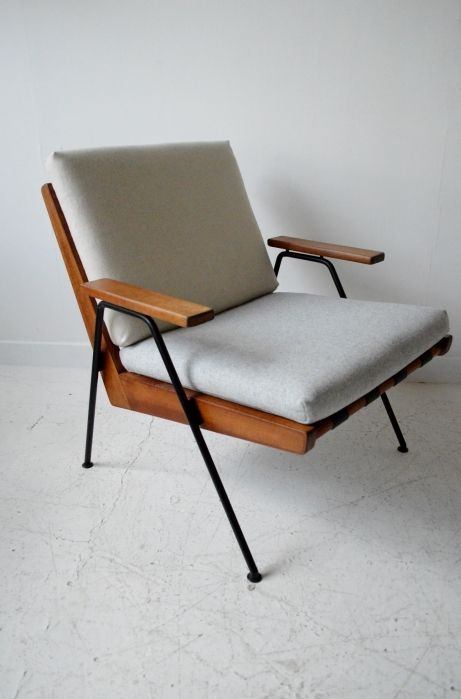 Robin Day 'Chevron' chair - Designed for Hille in 1959. Stained beech, black pirelli webbing. With new felt wool upholstery.