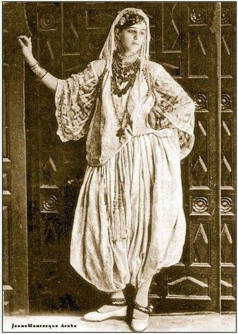 Woman in the traditional Algiers attire Lalla Fatma N'Soumer?
