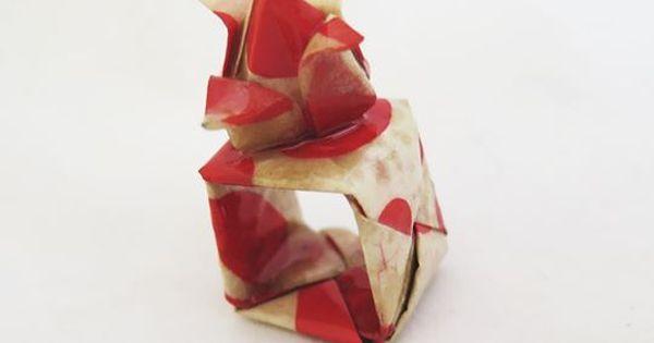 Anillo de papel , un cuadrado perfecto donde un hermoso tulipan de papel plegado se posa arriba. Cubierto en resina transparente para darle mayor v… | Pinterest