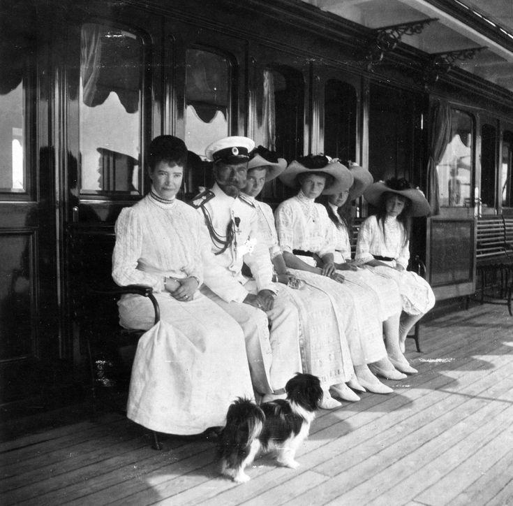 Фото семьи николая второго сидя