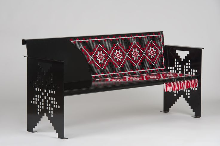 Banca, cu motive traditionale din zona Moldovei, realizata din tabla perforata. Motivele traditionale sunt cusute manual cu lana. Bench with traditional motifs from Moldavia, made of perforated sheet. The traditional motifs are hand-sewn with wool. #mobiliertraditional #amenajari #bancametalica #tablaperforata #steelfurniture #metalcreativ