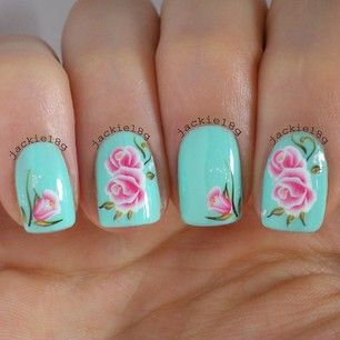 cute nails.. Look at the detail/shading of the roses.. Daaaaang