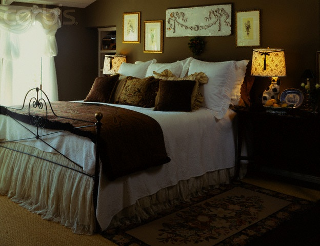 Black Wrought Iron Bed With White And Brown Room Colors
