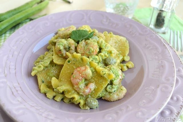 Pasta con fave e gamberi, scopri la ricetta: http://www.misya.info/2015/04/21/pasta-con-fave-e-gamberi.htm