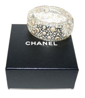 depot vente de luxe en ligne chanel manchette en résine transparente et perles siglée CC   TendanceShopping.com