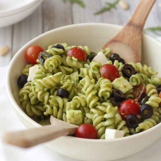 Pasta salad with arugula pesto