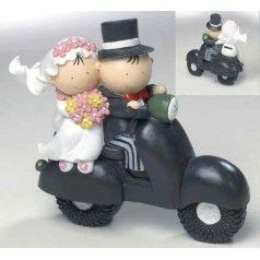 Figura para tarta nupcial con novios Pit&Pita en moto hucha. Fabricada en resina. Medidas: 16 cm