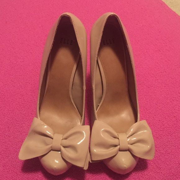 Nude pumps Adorable Elle nUde pumps for the office or casual party nude goes with everything. Big bow accent makes these pumps extra chic Elle Shoes Heels