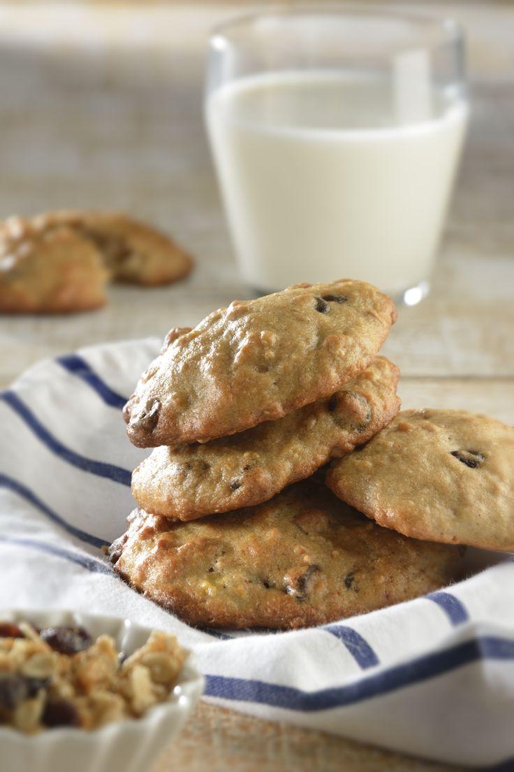 Si quieres un postre rico y rápido de hacer, prepara esta receta de galleta de granola con chocolate amargo. Son suaves y esponjosas y tienen un delicioso sabor gracias a la Granola