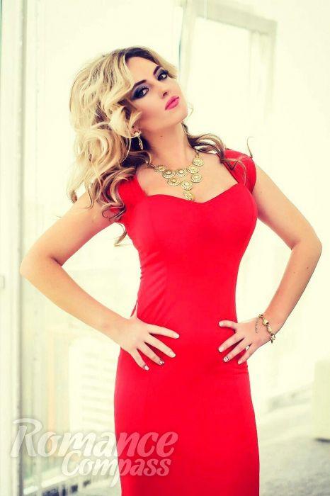Date Ukraine single girl Elena: green eyes, light brown hair, 25 years old|ID120796