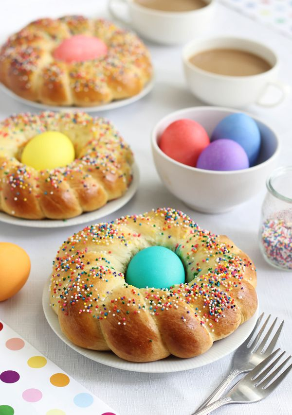 Sprinkle Bakes blog: Italian Easter Bread - Beautiful tutorial for making this happy holiday bread.