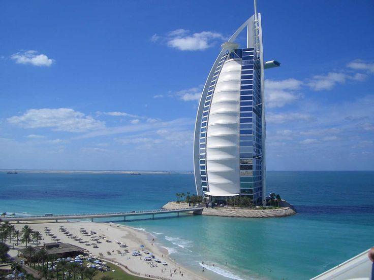 Burj Al Arab  Es un hotel de 7 estrellas, se encuentra en una isla artificial, tiene la forma de una vela de un barco y tiene una altura de 321 metros, siendo el segundo hotel más alto del mundo, su construcción inicio en 1994 y fue inagurado en 1999.
