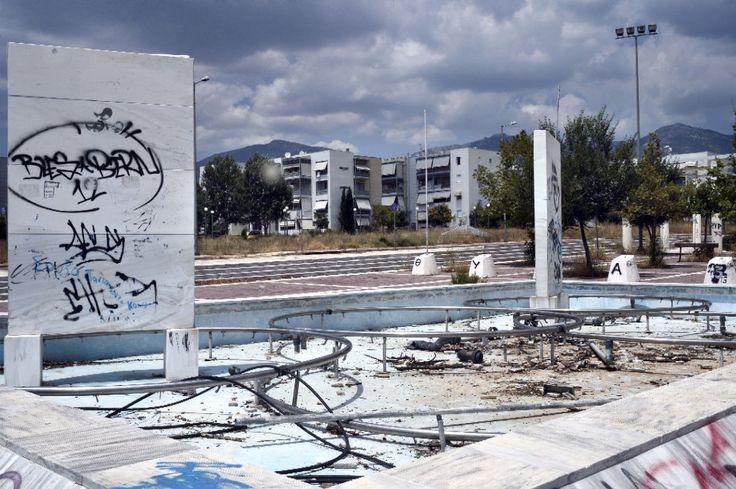 2.  dopo le Olimpiadi del 1936 fu usato come caserma: dalle truppe naziste prima, e da quelle sovietiche poi. Quando i russi si ritirarono nel 1992, il complesso fu abbandonato. A Sarajevo, invece, furono le bombe della guerra in Bosnia (1992-1995) a distruggere le infrastrutture realizzate in occasione dei Giochi invernali del 1984. Le piante hanno preso il sopravvento nel campo di beachvolley di Faliro e in quello di softball di Helliniko, due delle sedi delle Olimpiadi di Atene nel 2004: