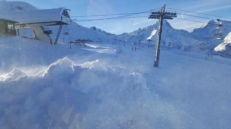 Zona de Grand Crêtes en la estación de esquí de Les Deux Alpes, Francia. Entra en Esquiades.com y descubre toda la información sobre Les Deux Alpes: webcams, estado de pistas, previsión del tiempo, ¡y más!