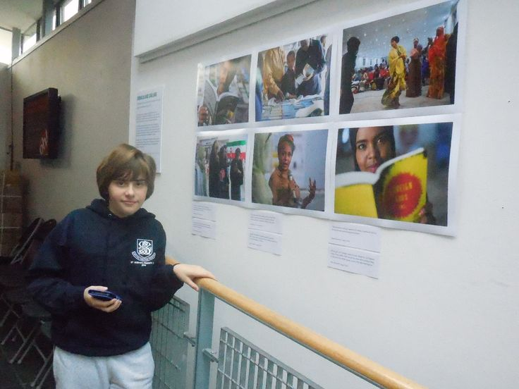 Arts Awards - Taking part: young people exploring the beauty of Oxford House's gallery.