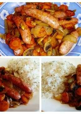 Salchichas de pollo con verduras y arroz aromatizado