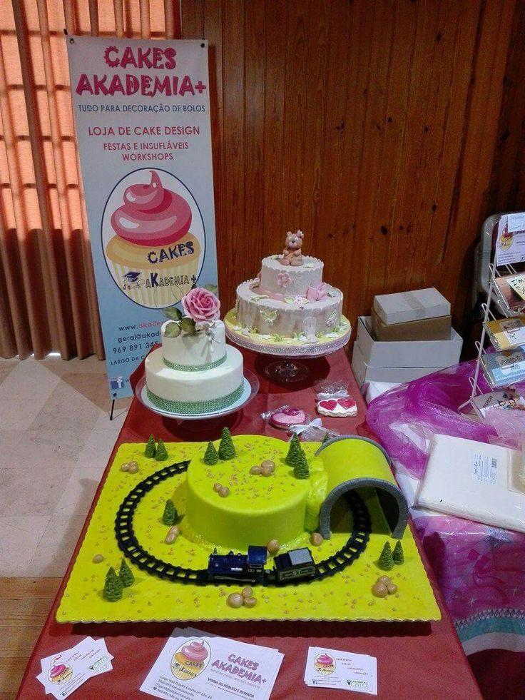 Demonstração de CAKE DESIGN, realizado por Vera Farinha e explicado por Tânia Teixeira na 1ª Feira do Emprego e do Empreendedorismo no Entroncamento. Local: Centro Cultural do Entroncamento